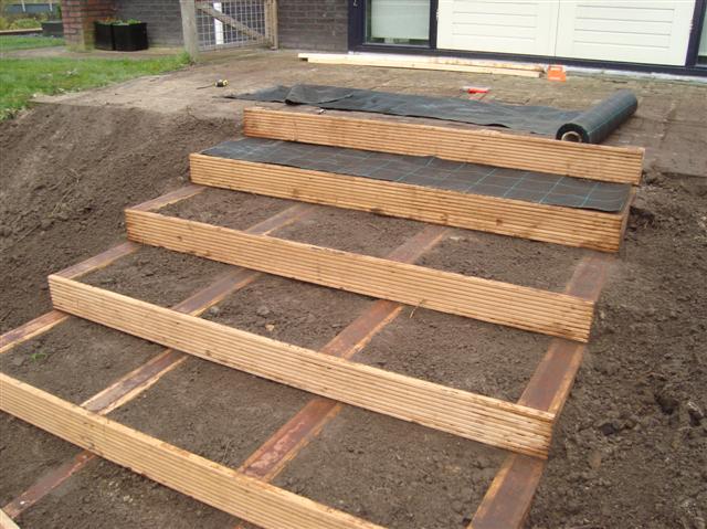 Hardhouten vlonder trap drachten for Trap buiten hout