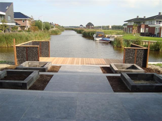 Moderne tuin aan het water leeuwarden